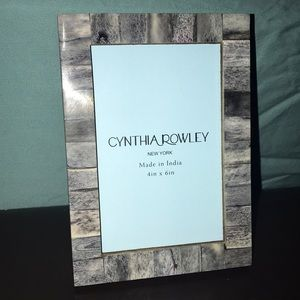 Cynthia Rowley 4in x 6in picture frame.